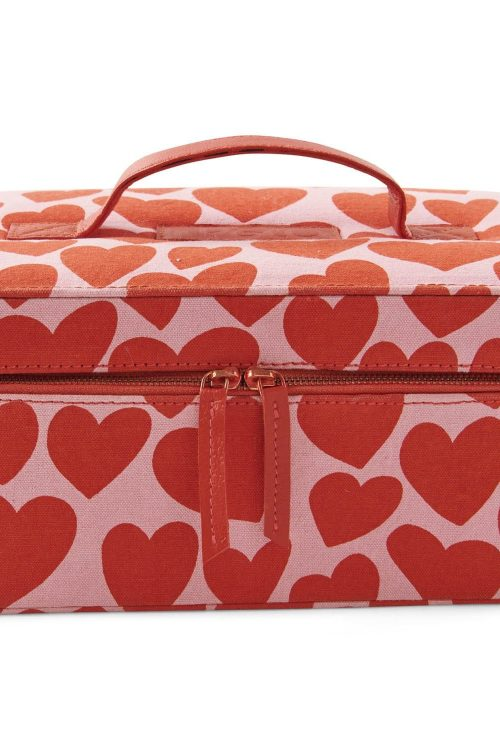 Kipandco Ss21 Big Hearted Toiletry Case